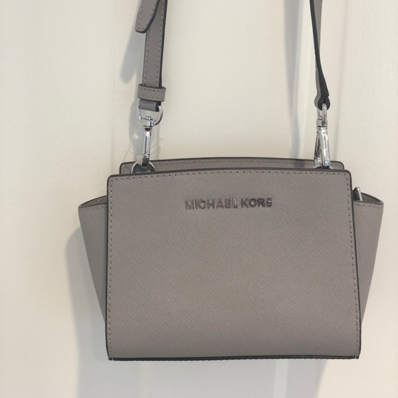"8d2053d3f218 Mini Michael Kors ""Selma"" crossbody bag in grey. M 5b7c95debaebf6d11c90916a"